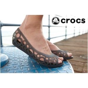 617bf2797e09f7 NEW CROCS Espresso Bronze Adrina Slip On Flats